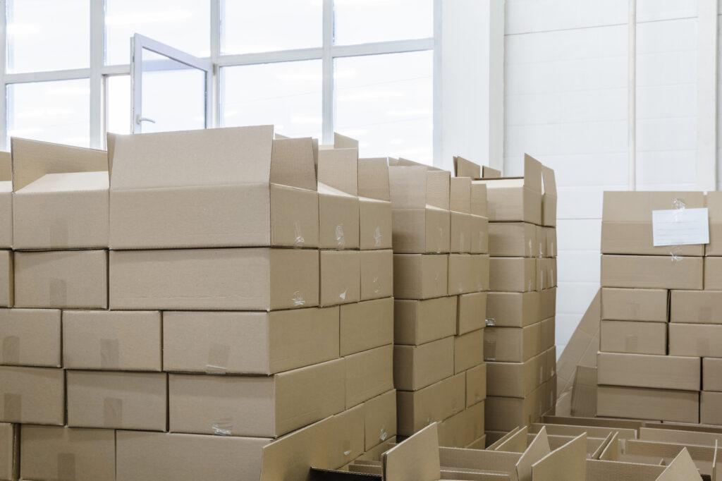 倉庫の荷物